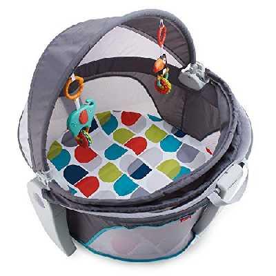 Fisher-Price Dôme-lit protection bébé portable 2-en-1 pour le jeu ou la sieste avec 2 jouets amovibles, dès la naissance, FWX16 [Exclusif Amazon]