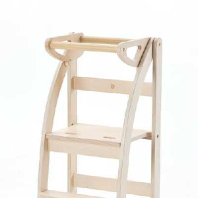 La Taue, learning tower, beige, tour montessorienne pliable et refermable, marque ettomio, couleur blanc mat. Bois de bouleau 11 couches. A'Award 2019 Winner.