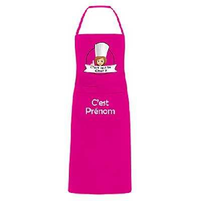 YONACREA - Tablier de Cuisine Personnalisable - C'est Qui Le Chef ? Logo Femme - Fuchsia