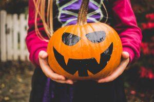 20 Idées pour Halloween : costumes, décorations et friandises faciles à faire avec les enfants