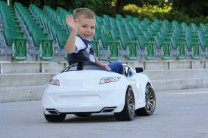 Comment choisir une voiture électrique pour enfant?